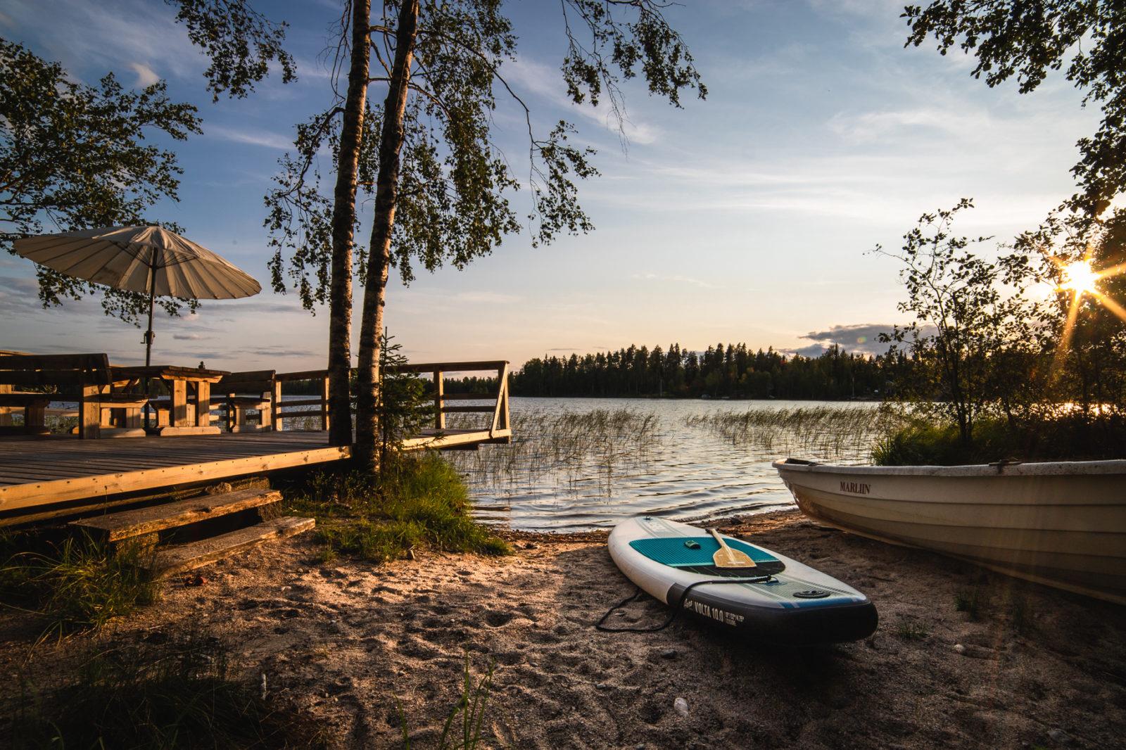 Vuokramökit järven rannalla Lomaleivo